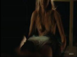 गोरा लड़की फिल्म में एक बी.जे. देता है