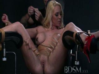 बीडीएसएम XXX वाचाल submissives फुहार से पहले कट्टर सबक मिलता है