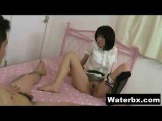 गर्म लड़की नग्न Peeing