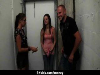सेक्सी जंगली लड़की बकवास करने के लिए भुगतान किया जाता है 13