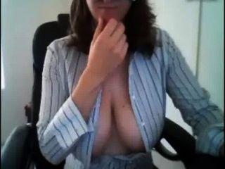 श्यामला किशोर उसके बड़े स्तन दिखा