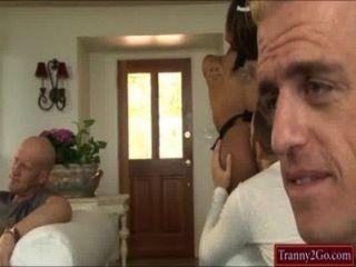 सेक्सी tranny नौकरानी Jessy दुबई चूसा जाता है और डबल analed