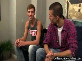 कट्टर समलैंगिक जॉर्डन और मार्को कुछ चुंबन के साथ बातें बंद शुरू,