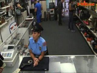 बड़े स्तन के साथ एमएस पुलिस अधिकारी मोहरा आदमी के साथ गड़बड़ हो गया