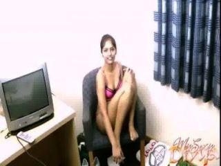 शौकिया भारतीय लड़की दिव्या और उसे खिलौना