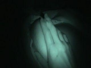 एक लड़कियों बड़ी नींद प्राकृतिक स्तन के साथ खेल