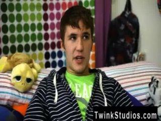 twink वीडियो भैया LANNING आयोवा से एक पिघला हुआ छोटा लड़का है।वह