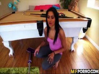 लैटिना घर साफ और उसे बिल्ली गड़बड़ हो जाता है 1 गिजेला मारी