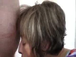 परिपक्व पत्नी चूसने पति जब तक वह स्प्रे
