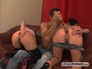 बड़े स्तन के साथ दो प्यारा लड़कियों गधा एस.बी.-1-02 में एक बड़ा डिक ले