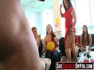 स्ट्रिपर्स 05 के साथ क्लब में कमबख्त 02 पार्टी लड़कियों