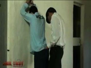 के आराध्य युवा लातीनी (2 मिनट 0 सेकंड) जेल रोमांच