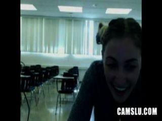 अरे नहीं मेरी प्यारी सेक्सी एक कक्षा में हस्तमैथुन महिला camery द्वारा पकड़ा जाता है