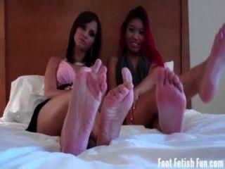 एशिया और एशले प्यार अपने पैरों की पूजा हो रही है