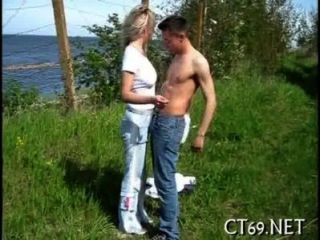 एक गर्म Playgirl के साथ ओरल सेक्स