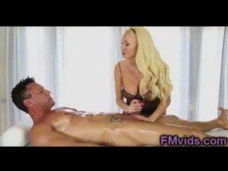 बड़े स्तन गोरा समर Brielle गर्म blowjob