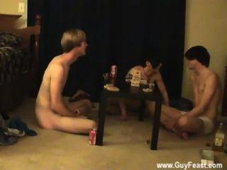 समलैंगिक मुर्गा इसके लिए आपको दृश्यरतिक प्रकार की तरह है जो एक लंबा वीडियो है
