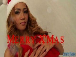 क्रिसमस ladyboy पिंकी के साथ विशेष