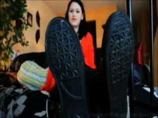 जूते, मोजे और तलवों (टीज़र)