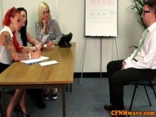 महिलाओं का दबदबा कार्यालय महिला सद्भाव tugging राजा
