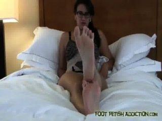 मेरे पैर की उंगलियों चूसना और मेरे पैर, गुलाम पूजा!
