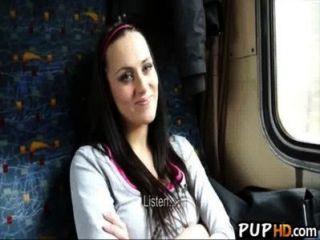 नकदी विदेश मंत्रालय Melone 4 के लिए ट्रेन पर कमबख्त लड़की