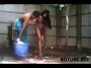 बांग्लादेशी गांव जोड़े को स्नान सेक्स वीडियो उजागर