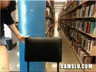 मेरी सुपर प्यारा और सुंदर एशियाई पुस्तकालय सांचा लड़की पकड़ा जाता है
