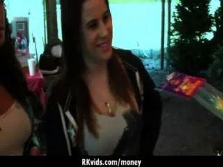 शौकिया लड़की एक बकवास 12 के लिए पैसे लेता है