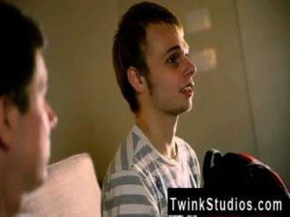 डस्टिन और Skylar की Twink फिल्म हमेशा एक अश्लील बनाने के लिए सपना देखा है।