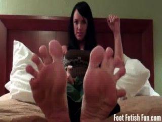 मेरी प्यारी छोटी पैर की उंगलियों पर चूसना, बच्चे