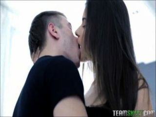 Latoya महान स्तन के साथ एक मिठाई गधे यूरो किशोरों की है