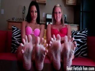 हमारे पैर की उंगलियों wiggling आप अपने मुर्गा झटका जबकि