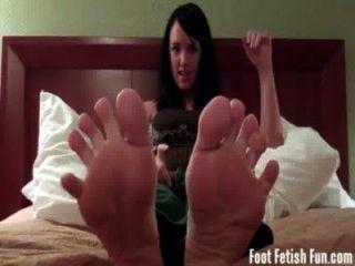 मैंडी टेलर आप उसके पैर की उंगलियों पर चूसना करने के लिए चाहता है