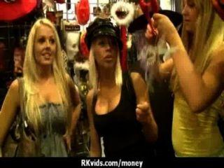 पैसे के लिए 3 असली सेक्स