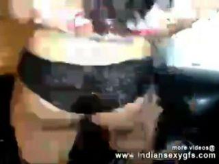 भारतीय कॉलेज देसी लड़की अतिरिक्त पैसे के लिए camgirl के रूप में प्रदर्शन - indiansexygfs.com