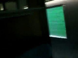 सेक्सी प्रेमिका ट्रेन पर बाथरूम में सेक्स है