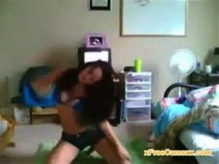 महान शरीर के साथ कॉलेज लड़की लाइव वेबकैम पर नाचती