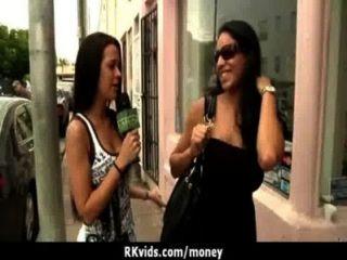 हताश जनता में नग्न किशोर और किराए पर 24 भुगतान करने के लिए fucks