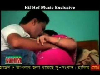 बांग्ला वास्तव में गर्म गीत