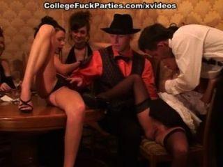 गंदे समूह बकवास के साथ पहनावा पहने कॉलेज नंगा नाच