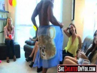 36 सुंदर sluts सेक्स पार्टी में सह guzzling! 02