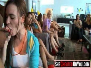 14 इन लड़कियों डिक 32 चूसने क्लब तांडव में पागल हो जाना