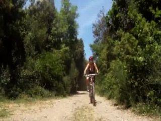 पहाड़ पर चढने वाली मोटरसाइकिल