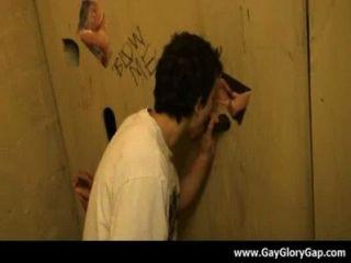 समलैंगिक कट्टर gloryhole सेक्स अश्लील और गंदा समलैंगिक handjobs 19