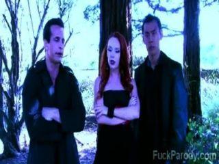 गर्म खून के साथ इन सींग पिशाच इस XXX पैरोडी में मज़ा है