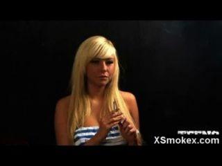 जंगली स्तनों धूम्रपान बुत महिला को बहकाया और घुसा