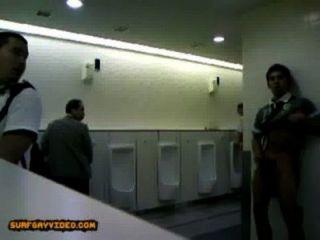 लड़का शौचालय