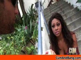 काली लड़की रेड इंडियन समूह 12 में कई सफेद लंड बेकार