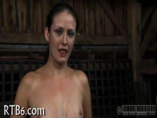 गर्म मौखिक सेक्स गुलाम के साथ प्रसन्न